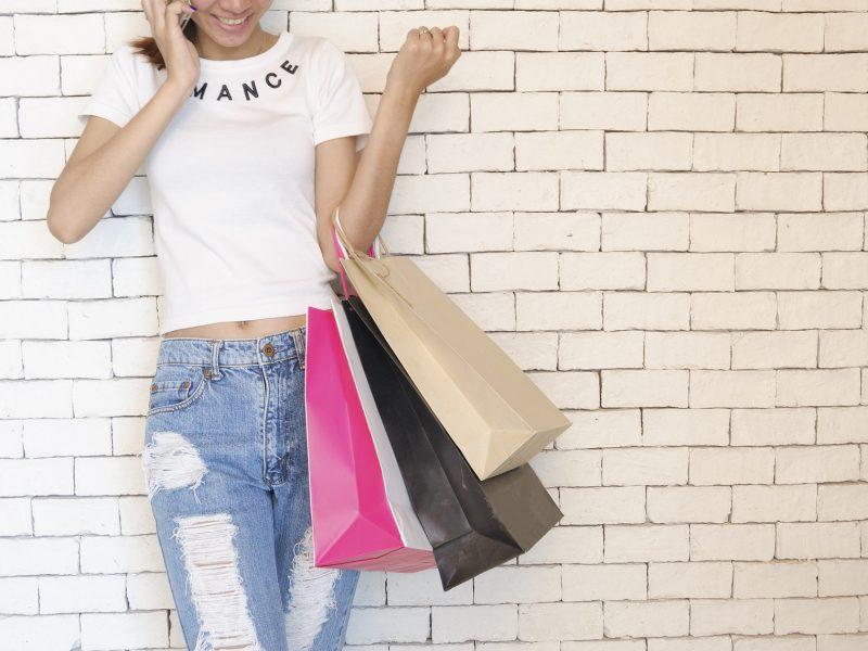 Qu'est-ce qui est rentable : faire du shopping au supermarché ou en ligne?