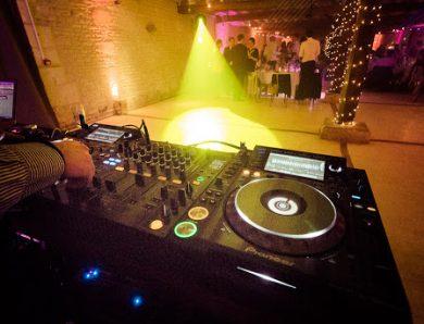 Les bonnes raisons de faire appel à un DJ professionnel pour votre mariage