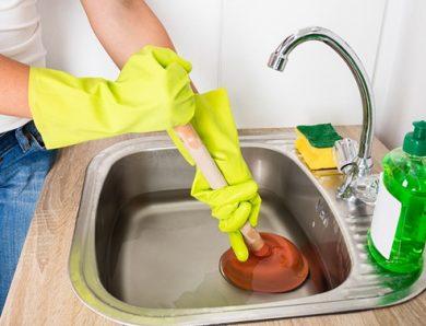 Comment déboucher l'évier ? Trucs et astuces maisons?