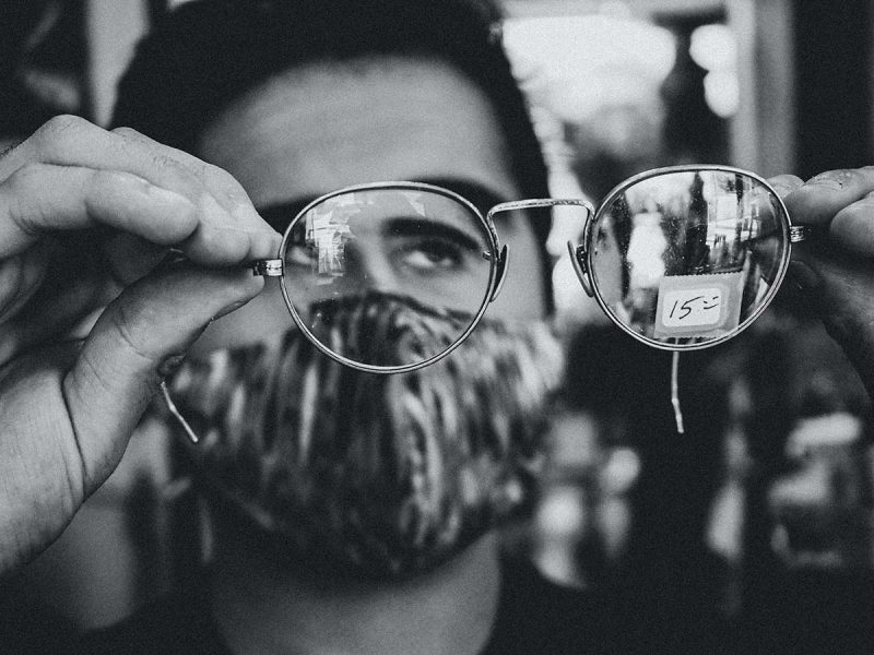 Comment mettre un masque chirurgical avec lunettes ?
