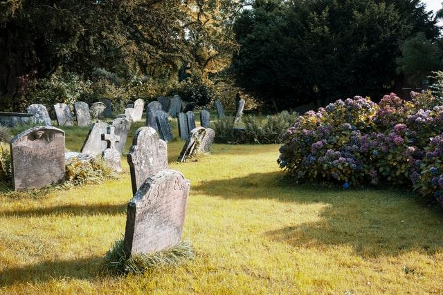Commémoration : pourquoi opter pour une plaque mortuaire ?
